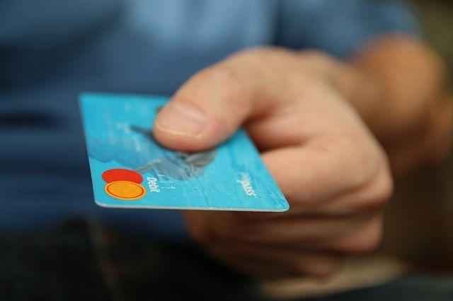 産業カウンセラー資格更新のためのお金を払うイメージ